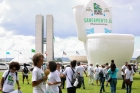 Manifestantes inflam vaso sanitário gigante em frente ao Congresso Nacional para cobrar saneamento no país - #DiaMundialDaÁgua