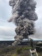 Pedras do vulcão Kilauea podem chegar a 6km da cratera. Como e porque ocorre as explosões? E o perigo silencioso do VOG