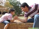 É positivo deixar a criança ganhar quando competimos com ela?