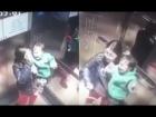 BABÁ MALÉVOLA: Despede da mãe e só espera a porta do elevador fechar para bater na altura do estômago de bebê de 1 ano