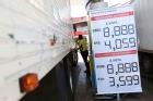 SEM CUMPRIR: Redução de R$0,46 ainda não chegou nas bombas, embora o preço do diesel tenha caído