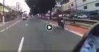 Motoqueiro passa batido em BLITZ e acha que a polícia não vai ser persistente! #DeuRuim
