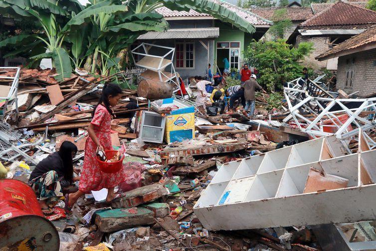Terremoto de 6,1 graus atinge Indonésia, uma semana depois de tsunami. Veja dados oficiais sobre terremoto e tsunami!