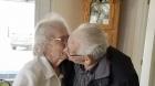 Casal ainda enamorados no Canadá será forçado a passar o Natal SEPARADOS depois de 73 anos!