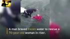 HOMEM HERÓI do ANO: Chinês quebra gelo com a mão para salvar senhora de 73 anos em um rio congelado.