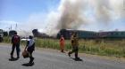 VÍDEO: TREM atropelou um caminhão e pega fogo. GAROTOS Negro e Branco dão lição humanitária e anti-racista. Kroonstad / África do Sul