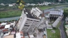 Terremoto 6.4 Taiwan. Cenas incríveis da cidade sacudindo edificíos inclinados, bombeiros arriscando a vida para salvar pessoas!