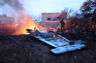 VÍDEO: MOMENTO em que CAÇA SU-25 Russo é atingido por míssil rebelde. Colega tentou protegê-lo atingindo carros que chegavam perto